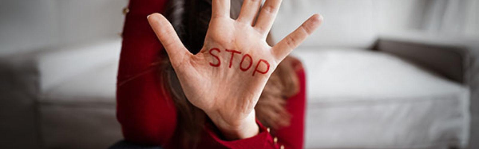 stop written on hand (bs404366330)_web .jpg