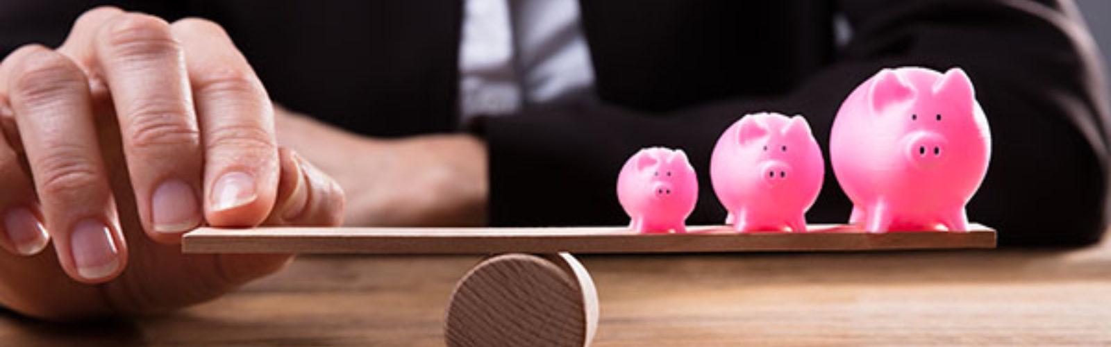 Piggybank on seesaw(bs239009110)_web.jpg 1