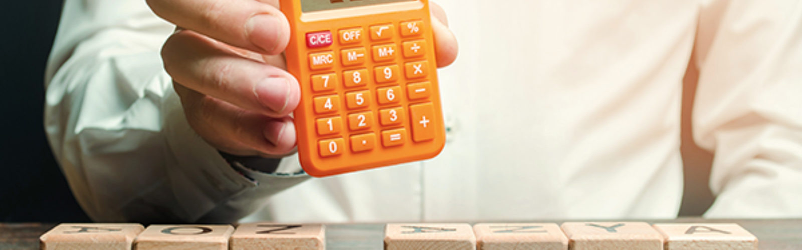 Calculator and tax blocks (bs402299078)_.jpg