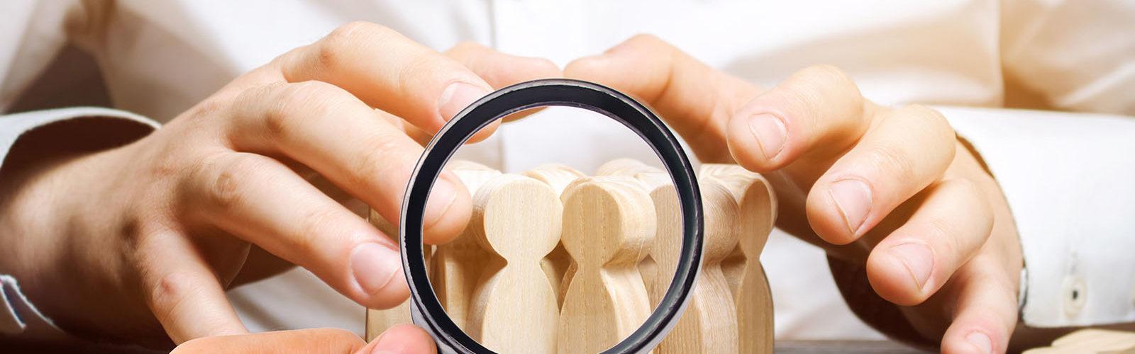 ends around wooden peg - choosing employee - 305598436_web.jpg